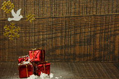 Украшение рождества с белыми голубем и снежинками Стоковая Фотография RF