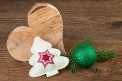 Украшение рождества с деревянным сердцем стоковое фото rf