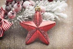 Украшение рождества с елью разветвляет на деревянной предпосылке Стоковые Фото