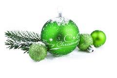 Украшение рождества с зелеными шариками и елью стоковая фотография