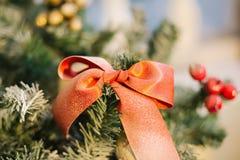 Украшение рождества с смычком Стоковые Фотографии RF