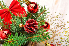 Украшение рождества, хворостина сосны, безделушки рождества на celebratio Стоковое фото RF