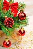 Украшение рождества, хворостина сосны, безделушки рождества Стоковое Изображение RF