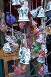 Украшение рождественской елки: покрашенные рукой колоколы керамики стоковое фото rf