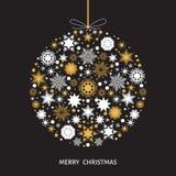 Украшение рождественской елки с золотом и белыми снежинками Стоковые Фотографии RF