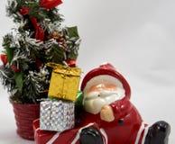 Украшение Санта Клаус с подарочной коробкой стоковое изображение rf