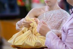 Украшение свадебной церемонии Приданое свадьбы, замужество приданого в Таиланде Свадьба Таиланд деньги и кольца Замужество придан стоковое фото