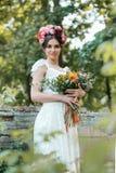 Украшение свадьбы в стиле boho, цветочной композиции, украсило таблицу в саде Стоковые Фотографии RF
