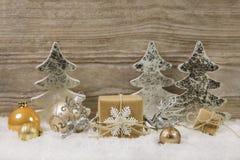 Украшение серебра, золотых, белых и коричневых рождества с одним бушелем Стоковые Изображения RF