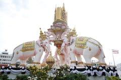 Украшение статуи слонов для короля грандиозного дворца Стоковое Изображение RF