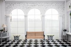 Украшение стула и цветка в комнате Стоковое фото RF