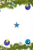 Украшение с зелеными сосной или елью и голубым кругом орнаментирует один g Стоковое Изображение RF