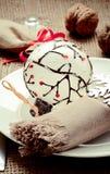 Украшение таблицы Нового Года ans рождества с грецкими орехами Стоковые Изображения RF