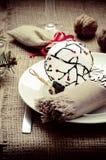 Украшение таблицы Нового Года ans рождества с грецкими орехами Стоковое Изображение RF