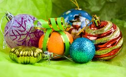 Украшение торжества шариков рождества изолировало стоковое изображение