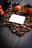 Украшение тыквы хеллоуина с кофейными зернами Стоковое Фото