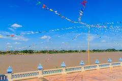 Украшение флага улицы берега реки Меконга идя на Nong Khai, Th Стоковые Фото