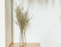 Украшение цветка в живущей комнате Стоковая Фотография RF