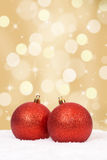 Украшение шариков рождества золотое с copyspace Стоковые Фото