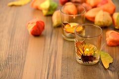Украшение tealight осени на таблице с семенами фонарика chinse Стоковые Фотографии RF