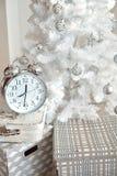 Украшения белого рождества в студии Стоковое Фото