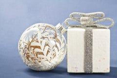 Украшения белого рождества на голубой предпосылке Стоковая Фотография RF