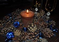 Украшения для дома и офиса, шариков, шариков, колоколов, свечи, конусов, венка Стоковое фото RF