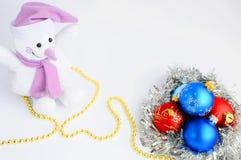 Украшения и снеговик рождества на белой предпосылке звезды абстрактной картины конструкции украшения рождества предпосылки темной Стоковое Изображение