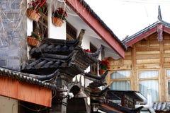 Украшения крыши в деревне Shu-его a около Lijiang, Юньнань, Китая стоковые фото
