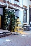 Украшения праздника с светами снеговика и рождества на улице Стоковые Изображения