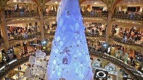 Украшения рождества и Нового Года в Париже, Франции акции видеоматериалы