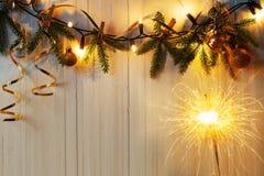 Украшения рождества на деревянной предпосылке Стоковое Изображение RF