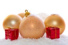 Украшения рождества золота изолированные на белизне Стоковые Фото