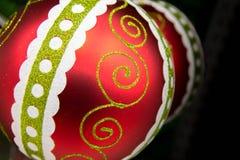 Украшения рождества - красный цвет и зеленый цвет striped орнамент Стоковое Изображение RF