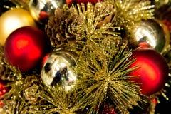 Украшения рождества - красный цвет и орнаменты золота Стоковые Фото