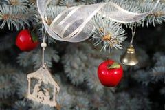 Украшения рождества на дереве стоковое изображение