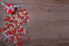 Украшения рождества на деревянной предпосылке с космосом экземпляра для текста Стоковые Фотографии RF