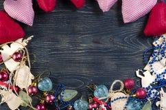 Украшения рождества на деревянной предпосылке стоковые изображения
