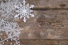 Украшения рождества на старом деревянном столе Стоковая Фотография RF