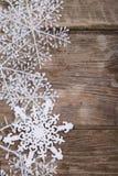 Украшения рождества на старом деревянном столе Стоковые Изображения RF