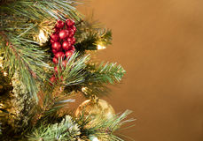 Украшения рождественской елки в красном цвете, золоте, и зеленом цвете Стоковая Фотография RF