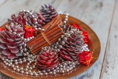 Украшения таблицы рождества покрашенных конусов Стоковые Изображения RF