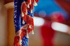 Украшения ткани вися внутри индийского макроса виска Стоковые Фото