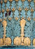 Украшения украшают lamposts в Париже, Франции Стоковая Фотография