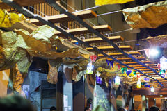 Украшения фестиваля Gracia в ноче. Барселона, Испания Стоковое Изображение RF