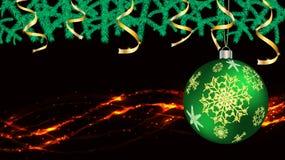 Украшения шариков, рождества на Новый Год, ленты золота ветвей ели и света, гирлянда изолированная на черной предпосылке вектора бесплатная иллюстрация