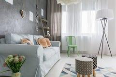 украшенная живущая комната стоковые фото