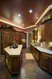 украшенная кухня роскошно Стоковые Изображения