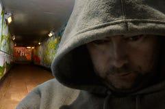 украшенная подземка человека надписи на стенах с капюшоном Стоковая Фотография