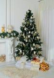 Украшенная рождественская елка дома Стоковое Изображение